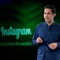 """<p class=""""Normal""""> <strong>3.<span> </span>Instagram</strong></p> <p class=""""Normal""""> Instagram là một dự án phụ của người sáng lập trước khi trở thành một nền tảng truyền thông xã hội phổ biến.</p> <p class=""""Normal""""> Năm 2009, Kevin Systrom, người đồng sáng lập Instagram đã làm việc tại Nextstop.com với tư cách là người quản lý sản phẩm. Kevin tự mình học cách viết mã vào ban đêm và cuối tuần. Cuối cùng, ông đã tạo ra Burbn, một ứng dụng đăng ký trên thiết bị di động tương tự như FourSapes nhưng hoạt động liên quan đến hình ảnh nhiều hơn.</p> <p class=""""Normal""""> Systrom từ bỏ công việc hàng ngày và cuối cùng kiếm được 500.000 USD và tuyển dụng người đồng sáng lập Mike Krieger. Năm 2010, cặp đôi chính thức ra mắt Instagram và có 100.000 người dùng trong tuần đầu tiên. Năm 2012, Facebook đã mua lại công ty với giá 1 tỷ USD. Ngày nay, có 1 tỷ người dùng Instagram. (Ảnh: <em>AP</em>)</p>"""
