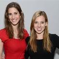 """<p class=""""Normal""""> <strong>8.<span> </span>TheSkimm</strong></p> <p class=""""Normal""""> TheSkimm bắt đầu như một dự án dành cho đam mê của những người đồng sáng lập.</p> <p class=""""Normal""""> Vào năm 2012, Carly Zakin và Danielle Weisberg làm việc tại NBC với tư cách là nhà sản xuất liên kết và là những người nghiện tin tức. Họ nhanh chóng nhận ra mình muốn làm nhiều hơn trong ngành tin tức hơn là công việc hiện tại cho phép, vì vậy họ đã bắt đầu một dự án phục vụ cho đam mê của mình. Họ gửi một danh sách tin tức được quản lý thẳng đến hộp thư điện tử của mọi người.</p> <p class=""""Normal""""> Họ bỏ việc và tập trung vào dự án này toàn thời gian mặc dù không có ai đầu tư. Họ có 4.000 USD và nhanh chóng rơi vào cảnh là """"con nợ"""" của thẻ tín dụng. Nhưng mọi thứ đã thay đổi sau khi họ công bố email đầu tiên và theSkimm ra đời.</p> <p class=""""Normal""""> Ngày nay, theSkimm có 7 triệu người sử dụng, trong đó có Hillary Clinton và Oprah. (Ảnh:<em> AP</em>)</p>"""