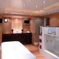 <p> Các y tá được thuê trên du thuyền đôi khi còn có nhiệm vụ hỗ trợ các dịch vụ dọn phòng. Thời gian làm việc của những y tá tư nhân này thường kéo dài liên tiếp 5 tháng, và sau đó họ có 1 tháng để nghỉ ngơi. Các y tá muốn làm việc trên du thuyền đều phải có chứng chỉ y khoa ENG1. <em>Ảnh: Edmiston</em></p>
