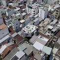 """<p class=""""Normal""""> Vị trí xây nhà là khu phố dày đặc những ngôi nhà 3, 4 tầng.Mục tiêu của dự án là tái tạo một không gian thật sự mở trong bối cảnh mật độ xây dựng cao như hiện tại.</p>"""