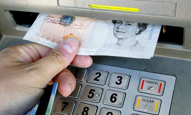 Anh dự định đóng băng các khoản thanh toán nợ vay và nợ thẻ tín dụng trong thời gian lên đến 3 tháng để hỗ trợ người tiêu dùng. Ảnh: PA.