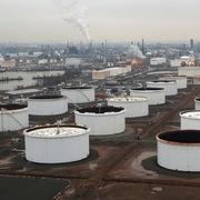 Tồn kho tại Mỹ tăng nhiều nhất kể từ năm 2016, giá dầu giảm