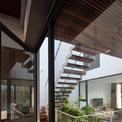 <p> Tầng 2 có 1 phòng ngủ, phòng làm việc và phòng sinh hoạt chung. Giếng trời và cầu thang nằm ở vị trí trung tâm đem lại cảm giác thoáng mát cho cả không gian.</p>