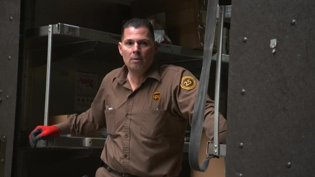 Tony Mazzella là một trong khoảng 500.000 nhân viên của UPS đang làm việc trên khắp thế giới.