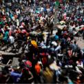 <p> Hàng chục nghìn người Ấn Độ ở các thành phố lớn đổ xô ra bến xe bus để về quê vào ngày 28/3 sau khi Thủ tướng Ấn Độ Narendra Modi đã ban hành lệnh phong tỏa toàn quốc để làm chậm lại sự lây lan của dịch Covid-19.</p> <p> Với lệnh phong tỏa của Ấn Độ, 1/3 dân số thế giới phải sống dưới lệnh phong tỏa. Quốc gia này hiện có hơn 3.500 người bị nhiễm bệnh, trong đó 99 người đã tử vong. Ảnh: <em>Reuters</em>.</p>