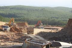 Thi công đồng loạt 11 gói thầu cao tốc Cam Lộ - La Sơn trong tháng 4