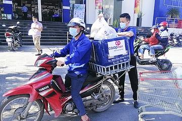 Dịch vụ 'đi chợ hộ' đắt khách mùa dịch