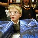 """<p> Những cuốn Harry Porter phiên bản đầu tiên (""""Harry Potter và viên đá phù thuỷ"""") có thể bán với giá hơn hơn 50.000 USD. (Ảnh: <em>Getty Images</em>)</p>"""