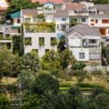 <p> Ngôi nhà còn được gọi là ngôi nhà của cây xanh.Các kiến trúc sư mong muốn tích hợp màu xanh lá cây nhiều nhất có thể ngay cả trong những ngôi nhà nhỏ, tạo ra các công viên trong thành phố, và cuối cùng nhắm đến tòa nhà xanh lá cây lan rộng ra toàn thế giới.</p>