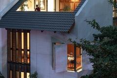 Những ô cửa sổ lạ tạo tầm nhìn đắt giá cho ngôi nhà ở Hà Nội