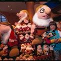 <p> Những món đồ chơi hoặc đồ lưu niệm của Disney từ những năm 90 (còn được gọi là Disney Renaissance) có thể được bán với giá hàng trăm USD. (Ảnh: <em>Getty Images</em>)</p>