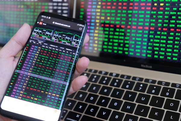 VN-Index tăng phiên thứ 5 liên tiếp, một số cổ phiếu 'nổ' thanh khoản