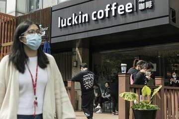 'Cú lừa' Luckin Coffee: Sau bê bối COO ngụy tạo doanh thu đến chuyện chủ tịch không trả nợ