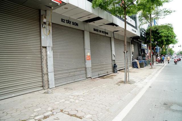 Nhiều DN đóng cửa do kinh doanh ế ẩm vì dịch COVID-19.