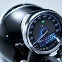 """<p class=""""Normal""""> Thiết kế đồng hồ ngoài sự xuất hiện của đồng hồ tốc độ dạng kim truyền thống là một màn hình LCD hiển thị cấp số, chế độ lái, thậm chí cả nhiệt độ bên ngoài…</p>"""