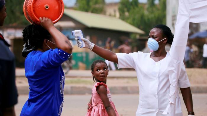 Hàng triệu người dân châu Phi phải dùng chung một máy thở trong dịch Covid-19