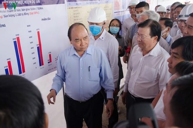 Thủ tướng kiểm tra tiến độ dự án cao tốc Trung Lương - Mỹ Thuận hôm 8/3.