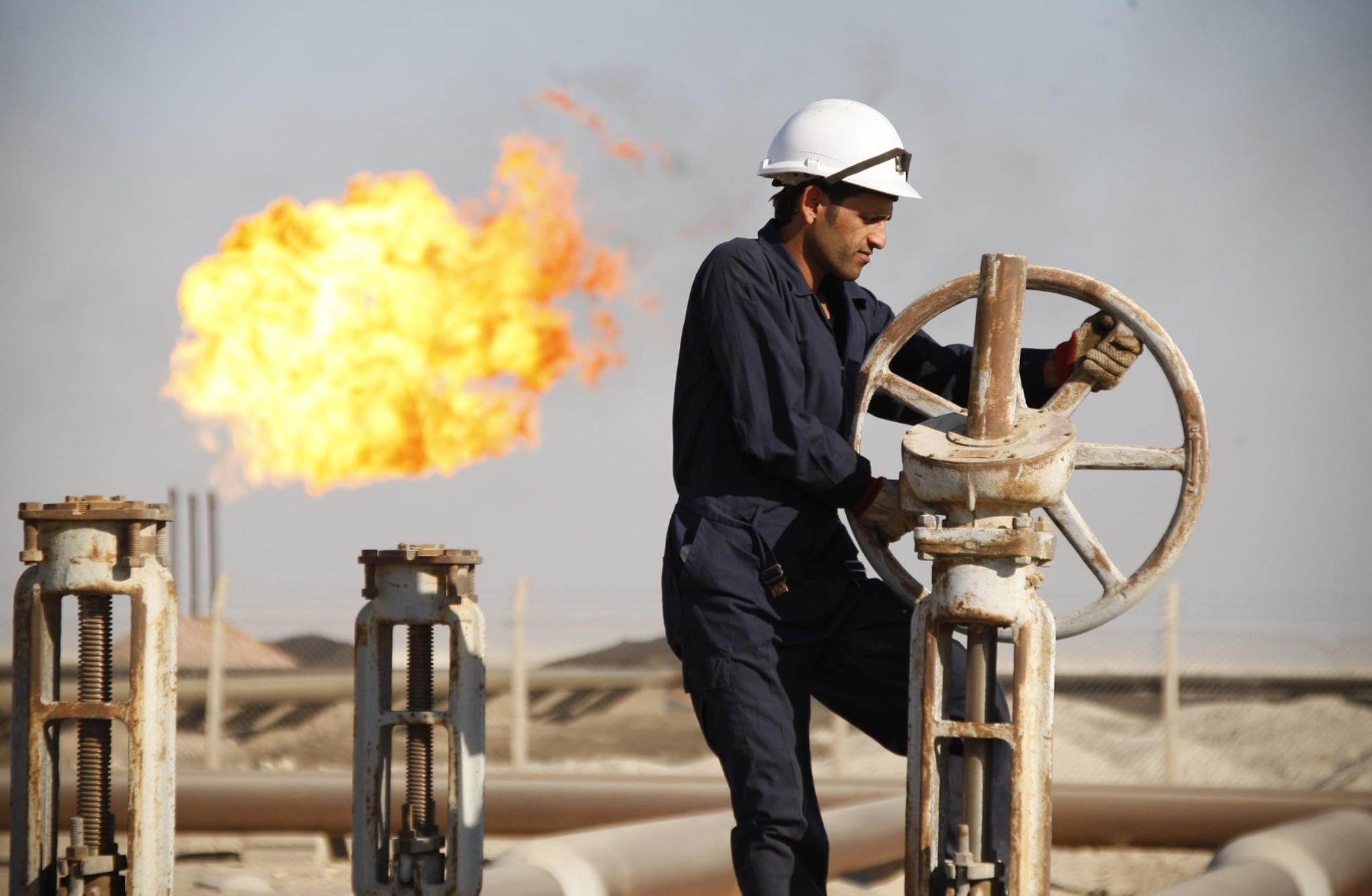 OPEC+ đạt thỏa thuận giảm sản lượng lịch sử