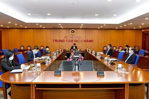 Bộ trưởng Đinh Tiến Dũng dự hội nghị tại điểm cầu trụ sở Bộ Tài chính..