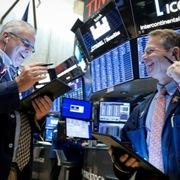 Phố Wall tăng điểm sau khi Fed tung thêm gói hỗ trợ kinh tế Mỹ