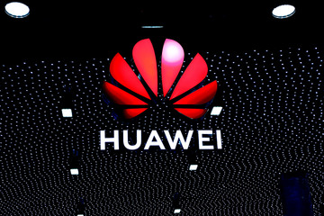 Huawei sảy chân vào vòng xoáy chiến tranh công nghệ Mỹ - Trung thế nào