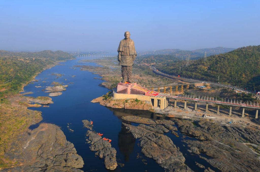 Lừa đảo bán bức tượng lớn nhất thế giới với lý do quyên góp Covid-19