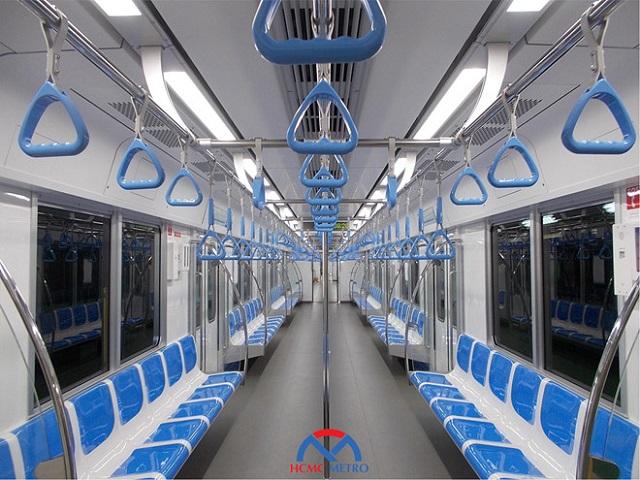 Đoàn tàu 3 toa có thể vận chuyển tổng cộng 930 hành khách, trong đó có 147 khách ngồi và 783 khách đứng.