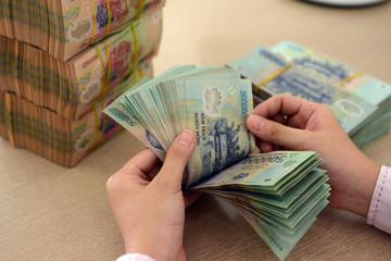 Rủi ro nợ xấu tăng, thu nhập giảm với ngành ngân hàng