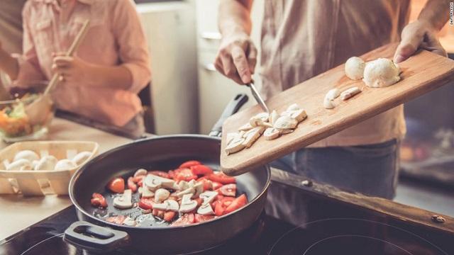 Nielsen: Việt Nam nằm trong Top 3 thị trường có xu hướng ăn tại nhà vì Covid-19