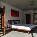 <p> Tất cả phòng ngủ đều có thể đón ánh sáng tự nhiên thông qua hệ thống cửa kính.</p>