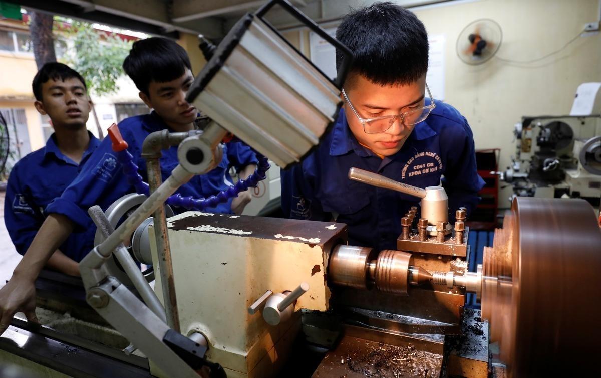 IMF: GDP Việt Nam tăng 2,7% trong năm 2020