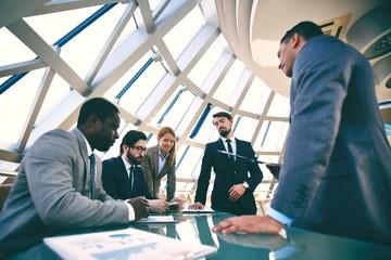 Khối ngoại đẩy mạnh bán ròng hơn 430 tỷ đồng bất chấp thị trường tăng điểm