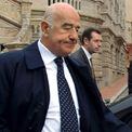 """<p class=""""Normal""""> <strong>3.<span> </span>Joseph Safra: 19,9 tỷ USD</strong></p> <p class=""""Normal""""> Quốc gia: Brazil</p> <p class=""""Normal""""> Joseph Safra là đại gia giàu nhất thế giới trong ngành ngân hàng. Ở Brazil, ông sở hữu Banco Safra - ngân hàng lớn thứ 8 quốc gia, trong khi ở Thụy Sĩ ông sở hữu J. Safra Sarasin - ngân hàng được thành lập sau một vụ sáp nhập năm 2013. (Ảnh: <em>AFP</em>)</p>"""