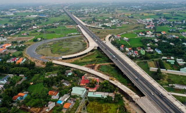TP HCM sẽ sớm bàn giao mặt bằng cao tốc Bến Lức - Long Thành và metro số 2