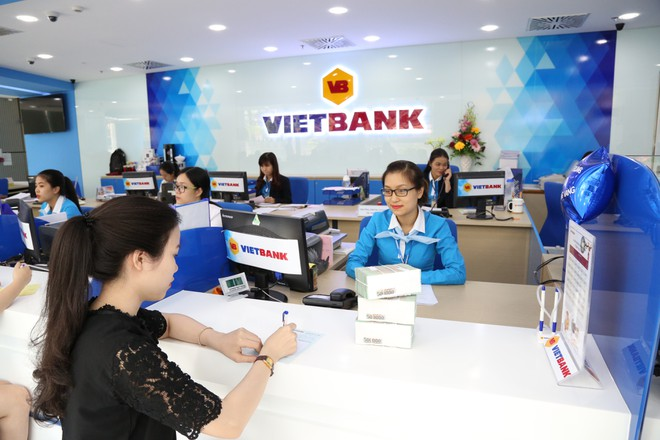 Ngân hàng đầu tiên báo lãi tăng 130% trong quý I