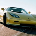 """<p class=""""Normal""""> <strong>7. Koenigsegg CCR (388,01 km/h)</strong></p> <p class=""""Normal""""> Siêu xe này đã loại McLaren F1 để giành được vị trí đứng đầu về tốc độ, khi thiết lập mức tốc độ tối đa 338,01 km/h trên đường thử Nardo Ring của Italy vào năm 2005. Mẫu xe sản xuất hàng loạt thứ hai của Koenigsegg sở hữu động cơ V8 4.7L siêu nạp kép, sản sinh công suất tối đa 810 mã lực. Tuy nhiên, kỷ lục của siêu xe Thụy Điển chỉ tồn tại vài tháng trước khi bị phá vỡ bởi một """"gương mặt"""" cực kỳ quen thuộc.</p>"""
