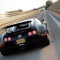 """<p class=""""Normal""""> <strong>6. Bugatti Veyron 16.4 (408,45 km/h)</strong></p> <p class=""""Normal""""> Vào thời điểm ra mắt, Bugatti Veyron là siêu xe chạy trên đường mạnh mẽ và đắt đỏ nhất từng được chế tạo nhưng nhà sản xuất cũng muốn nó trở thành mẫu xe nhanh nhất thế giới. Sở hữu động cơ W16 8.0 với 4 bộ tăng áp, xe có khả năng sản sinh công suất tối đa 1.001 mã lực ngay khi xuất xưởng, đi kèm với đó là hộp số tự động 7 cấp và hệ dẫn động 4 bánh.</p> <p class=""""Normal""""> Khi chạy trên đường thử Ehra-Lessien để thiết lập kỷ lục 408,45 km/h, Bugatti Veyron đã được chuyển sang Chế độ Tốc độ Tối đa (Top Speed Mode), kích hoạt một chìa khóa đặc biệt giúp mở cánh lướt gió sau, tắt bộ khuếch tán khí phía trước và hạ gầm xuống chỉ còn 6,5 cm.</p>"""
