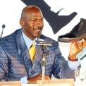<p> Tính tới năm 2015, tỷ phú Jordan kiếm được đến 100 triệu USD mỗi năm từ việc hợp tác với Nike. Ảnh: <em>AP.</em></p>