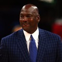 <p> Một người Mỹ trung bình kiếm hơn 48.300 USD mỗi năm. Michael Jordan chỉ cần chưa tới một tiếng rưỡi để kiếm được số tiền này. Ảnh: <em>Getty.</em></p>