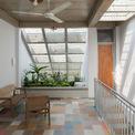 <p> Tầng 4 được thiết kế thông thoáng, khoảng 1/3 không gian được dành làm nơi thờ cúng, phần còn dùng để trồng cây xanh.</p>