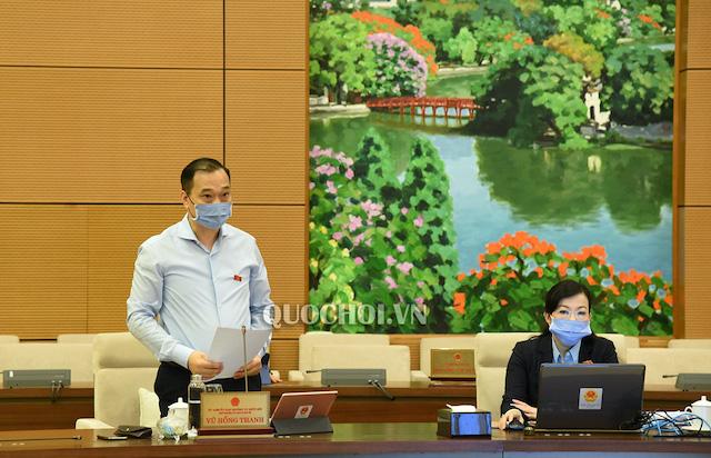 Chủ nhiệm Ủy ban Kinh tế Vũ Hồng Thanh báo cáo một số nội dung tại phiên họp sáng nay (20/4).
