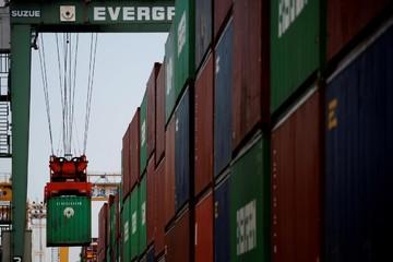 Thặng dư thương mại của Nhật Bản giảm 99% trong tháng 3