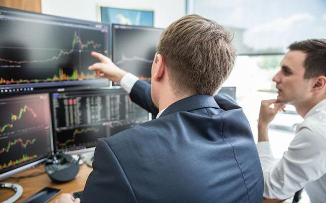 Khối ngoại bán ròng 15 phiên liên tiếp trên HoSE với tổng giá trị 4.200 tỷ đồng
