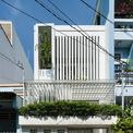 <p> Nhà có diện tích khiêm tốn chỉ 53 m2, nằm trong một con hẻm nhỏ đông dân cư ở phường Tân Thới Nhất, quận 12, TP HCM.</p>