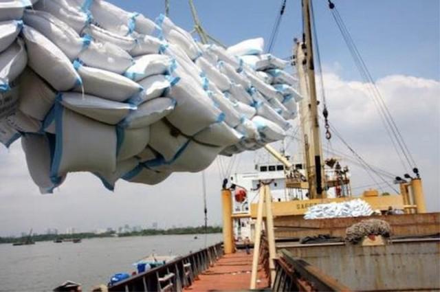 Không được xuất khẩu, doanh nghiệp gạo ùn ứ hàng nghìn tấn tại cảng