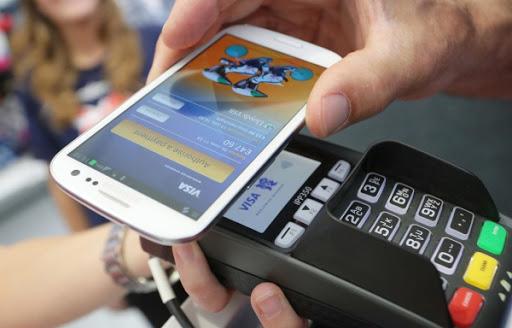 Mobile Money là giải pháp cho để phủ sóng thanh toán điện tử. Ảnh: LTDT