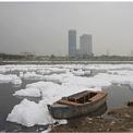 """<div> <span style=""""color:rgb(0,0,0);""""><strong>Trước:</strong> Ấn Độ có 14 đại diện trong số 20 thành phố có bầu không khí độc hại nhất thế giới trong năm 2019. Trong hình: New Delhi, Ấn Độ, nhìn từ sông Yamuna vào ngày 21/3/2018 Ảnh: <em>Adnan Abidi / Reuters.</em></span></div>"""
