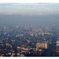 """<p class=""""Normal""""> <strong>Trước:</strong>Theo <em>BBC</em>, Milan được mệnh danh là thành phố ô nhiễm nhất châu Âu năm 2008, nhưng ô nhiễm khói bụi vẫn còn là một vấn đề đến ngày nay.<span>Trong hình: Quang cảnh của Milan, Italia ngày 8/1/2020. Ảnh: <em>Flavio Lo Scalzo / Reuters</em></span></p>"""