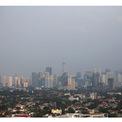 """<p class=""""Normal""""> <strong>Trước:</strong>Mức độ ô nhiễm không khí ở Jakarta tồi tệ đến mức <em>The Guardian </em>đưa tin rằng một nhóm các nhà hoạt động địa phương đã quyết định kiện chính phủ Indonesia hành động. Trong hình:<span>Jakarta vào ngày 4/7/2019. Ảnh: <em>Willy Kurniawan / Reuters</em></span></p>"""