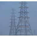 """<p class=""""Normal""""> <strong>Sau:</strong> <em>CNN </em>báo cáo mức độ các hạt bụi mịn (PM 2.5) và của nitơ dioxide thấp hơn sau khi áp lệnh phong tỏa. Tại đây, bụi mịn PM 2.5 đã giảm 71% trong một tuần. Trong hình:<span>Các trụ điện ở New Delhi, Ấn Độ, ngày 13/4/2020. Ảnh: <em>Adnan Abidi / Reuters</em></span></p>"""